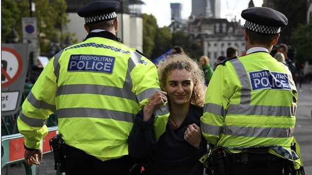 英警方禁止环保抗议,高院:违法