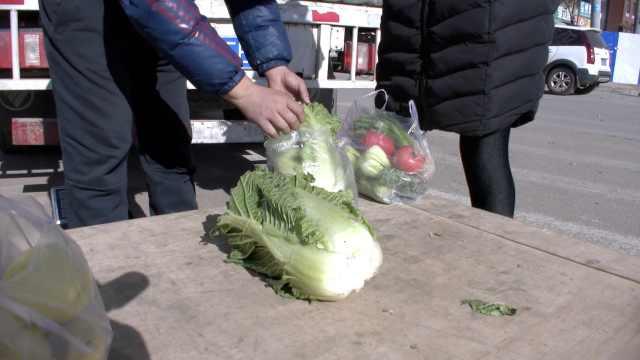 东北储菜以前存千斤,如今现吃现买