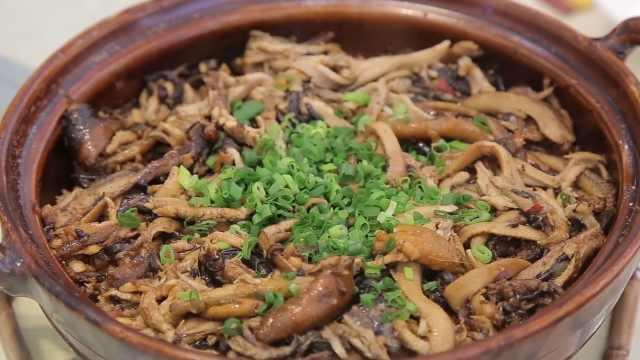 黄鳝煲仔饭:底层锅巴脆,上层肉质鲜