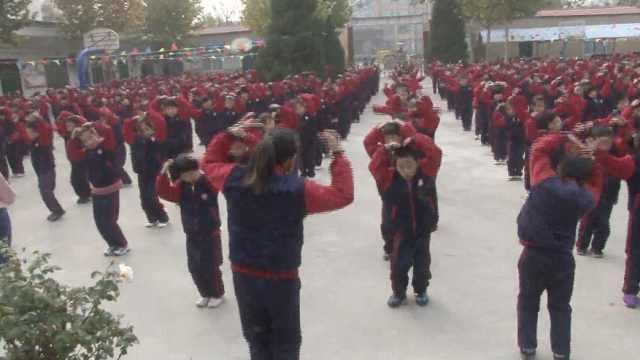 小学课间跳网红舞5年,学生变开朗