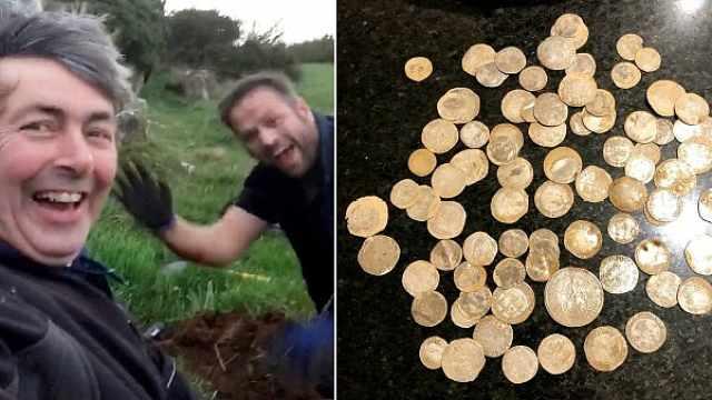 两男子意外挖到价值10万英镑的金币