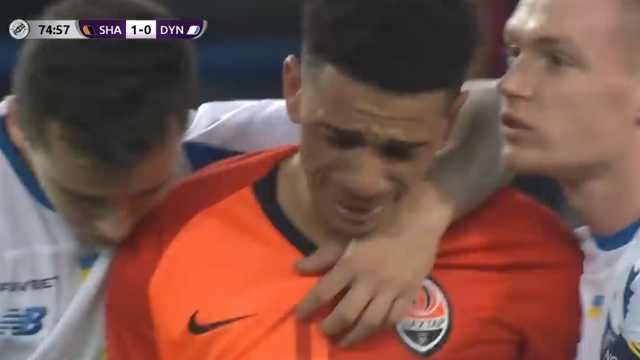 伤心处!球员遭种族歧视后痛哭落泪