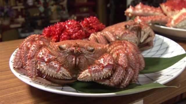 日本人穿丧服祭奠螃蟹,感谢馈赠