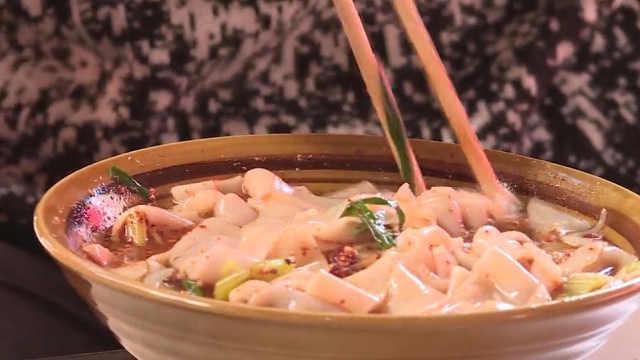 烧豆腐配凉卷粉,食客狂赞:人间美味