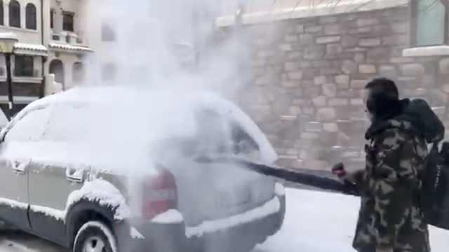 从铲车到吹叶机,看东北人花式除雪