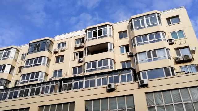 居民家中爆炸,多台风扇破窗炸出