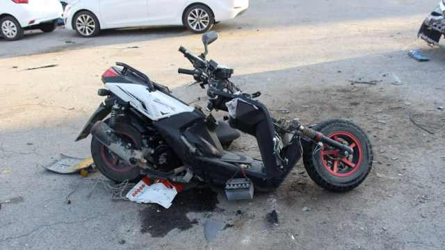 男孩骑摩托逆行,未戴头盔被撞身亡