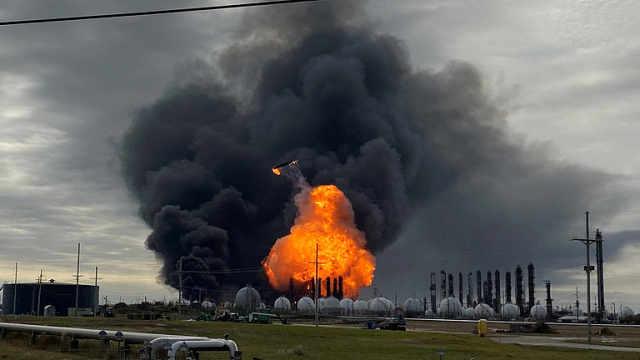 美得州化工厂数次爆炸,6万人撤离