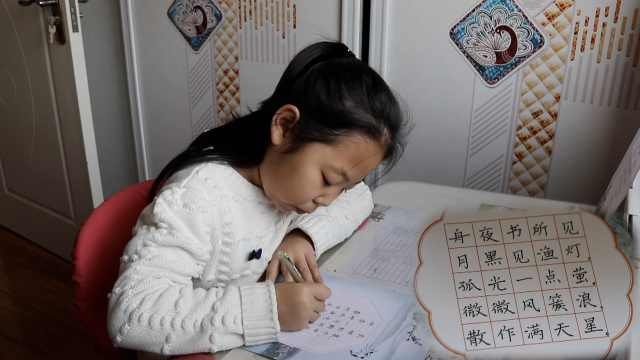 9岁娃写字工整似印刷体,旅行也练字