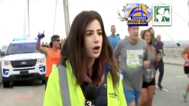 震惊!女主持直播时遭跑者拍打臀部