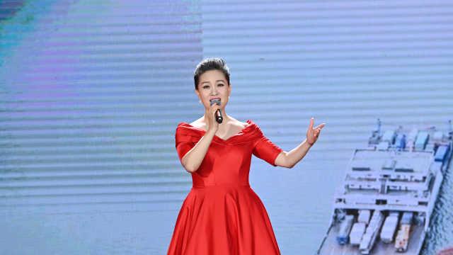 雷佳演唱《最美是你》致敬基层民警