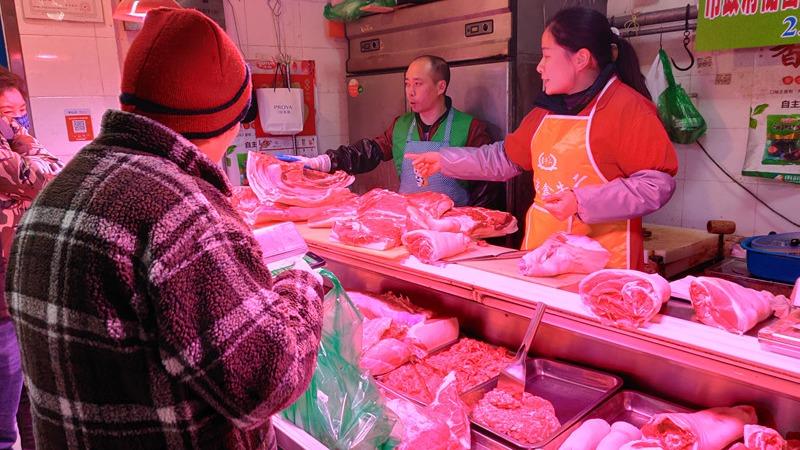 首批市级储备猪肉投放