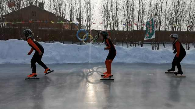 东北小学建千平冰场,还配专业教练