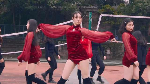 小姐姐中国风红裙带来实力热舞