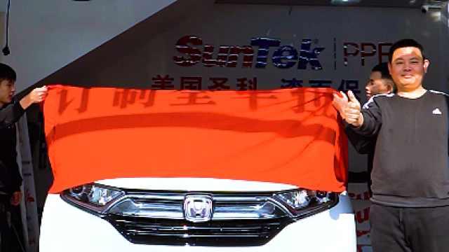 特殊的绘画家,描绘车身上的艺术