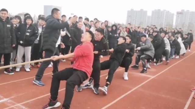 体育老师当班主任:拔河比赛没输过