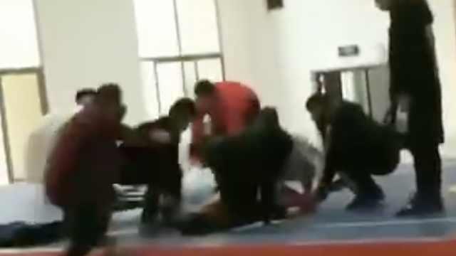 武校一学生运动会练散打,倒地身亡