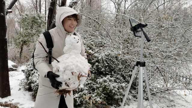小伙给南方粉丝直播堆雪人,2h赚800