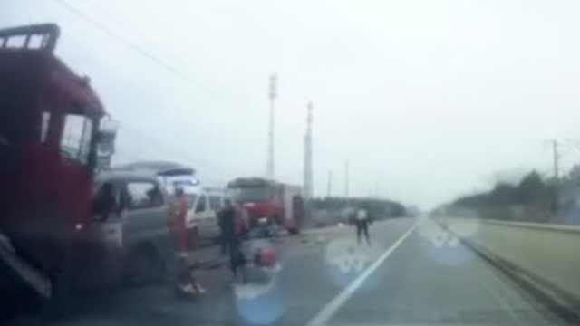 安徽合肥一货车与小客车相撞致8死