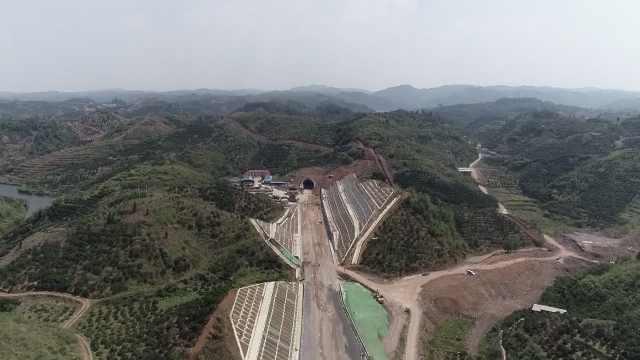 永顺隧道贯通:最美高铁明年将通车