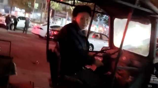 89岁大爷开拖拉机运货:已开了37年