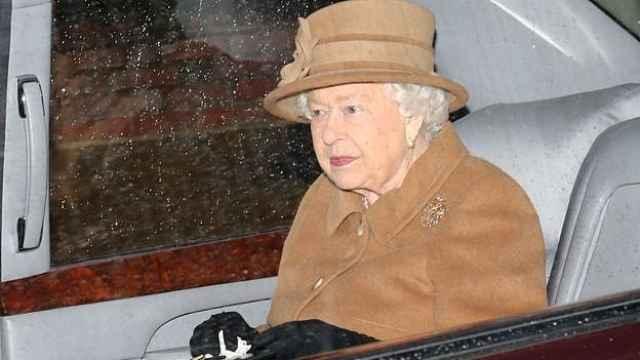 停发薪水!女王同意哈里梅根分家