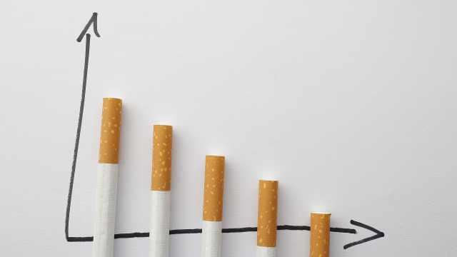 日本厚劳省:收入越低吸烟率越高