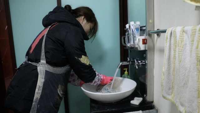 单亲妈妈做家政养娃:1天工作16小时