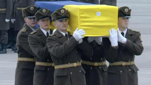 11名乌克兰坠机遇难者遗体被送回国