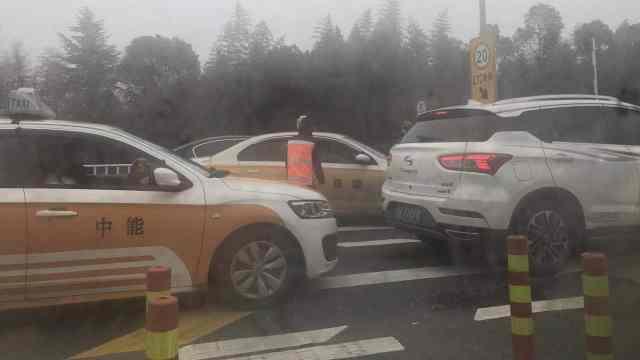 武汉有人打车出城,到周边赶车回家
