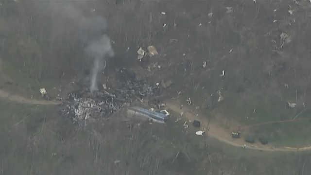 科比直升机坠毁现场:大量群众聚集