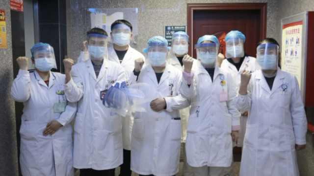 创造条件抗疫!医生剪文件袋制面罩