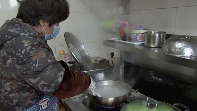 夫妻宅家抗疫,为社区20人义务烧饭