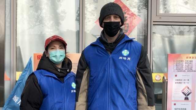 抗击疫情,外国志愿者送菜上门!