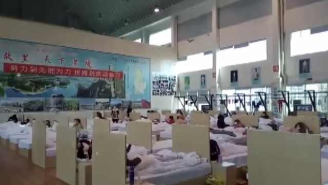 黄陂方舱:浙江医护给患者买暖宝宝