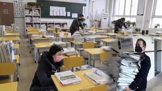 中学为300学生寄课本,定制式打包