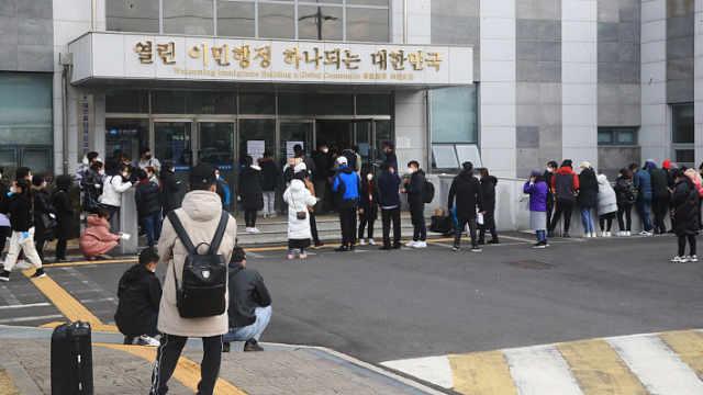 在韩滞留中国人排队申请回国:害怕