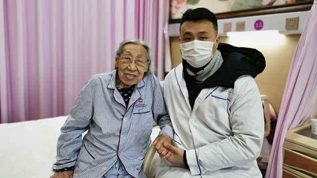 90岁奶奶录视频鼓励抗疫一线的孙子