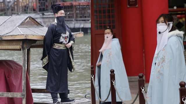 景区千名演员戴面纱迎客:口罩外遮面纱与景区更搭