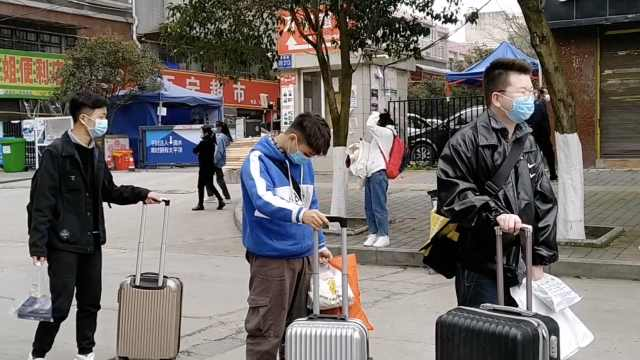 直击贵州高三学生返校:校门口排队消毒,每人每天发1个口罩
