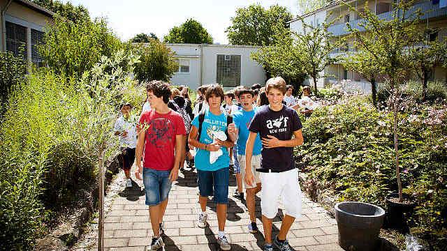 德国一语言学校18名中国学生被感染?总领事馆回应