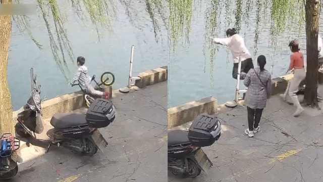 """5岁儿童骑车失控径直栽入河中,酒吧老板""""闪电式""""跳水救人"""