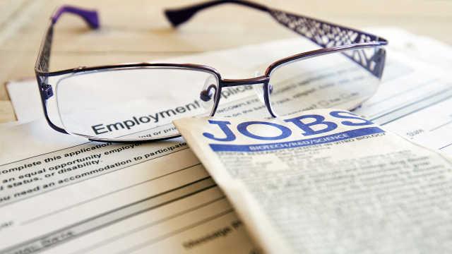 美国首次申领失业救济人数创新高,达328万人