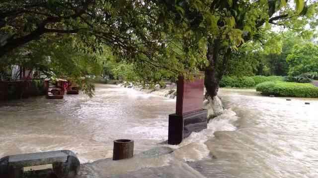兴安发布暴雨红色预警,灵渠景区被淹