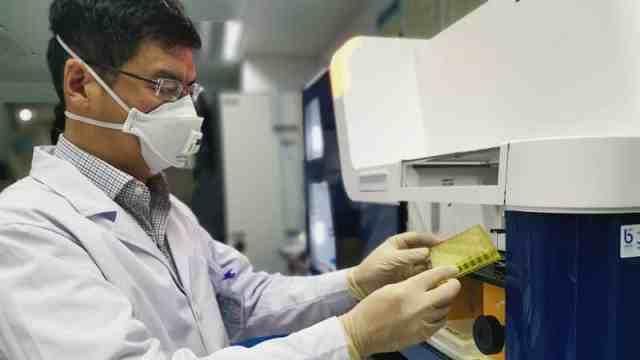 科研团队成功分离高效抗新冠病毒抗体,全力推动临床应用开发