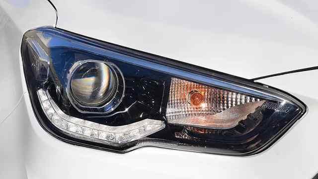 卤素灯、硬塑料,这车售价10几万,眼花了吗?