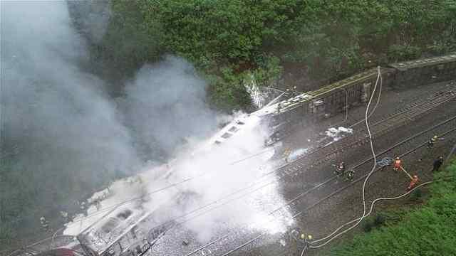 T179次火车突发脱轨侧翻事故