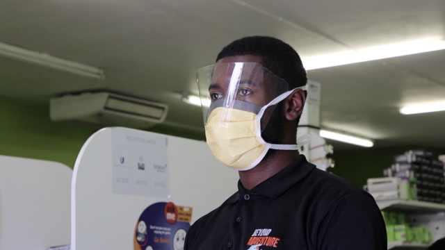 南非留学生从中国回国后再遇疫情:这里人不像中国人守秩序