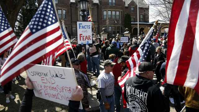 """起底美国反封锁抗议活动幕后组织者:""""爱国""""还是""""阴谋""""?"""