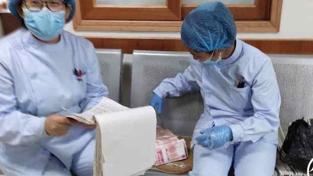 诊所护士收拾病床时发现塑料袋,打开一看令人大吃一惊
